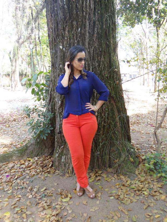 Look color block laranja e azul