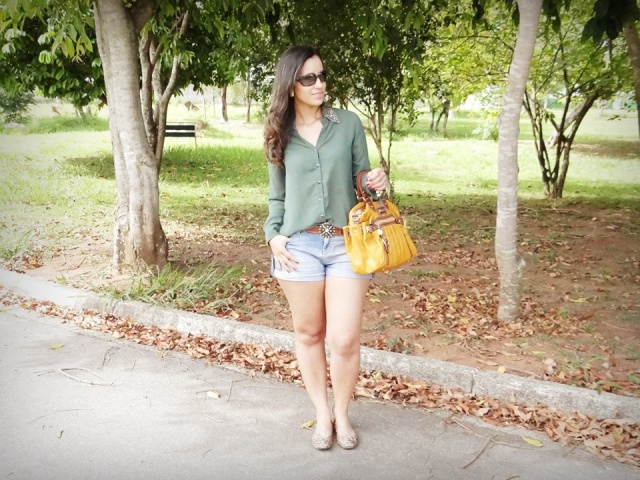 Look short jeans e camisa