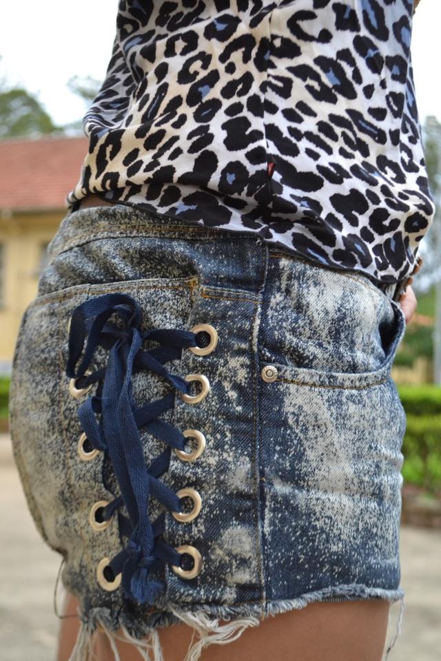 Short jeans e regata animal print